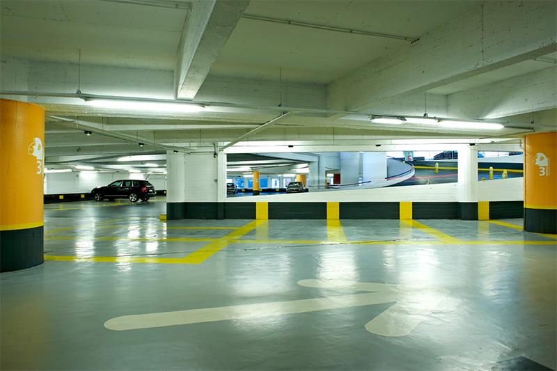 De nabijgelegen parkeerplaats